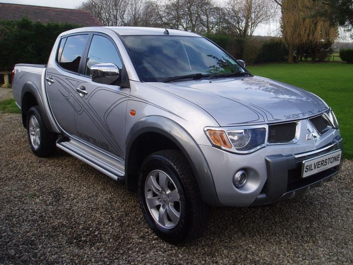 Mitsubishi L200 2.5 Double Cab DI-D Animal 4WD 158Bhp Pick Up Diesel Silver