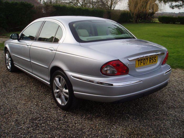 Jaguar X-Type 2.0d Sovereign 4dr Saloon Diesel Silver