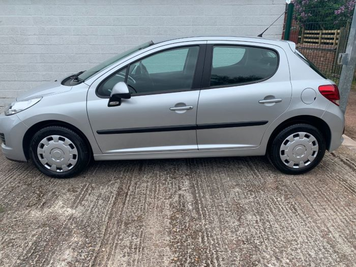 Peugeot 207 1.4 HDi S 5dr [AC] Hatchback Diesel Silver