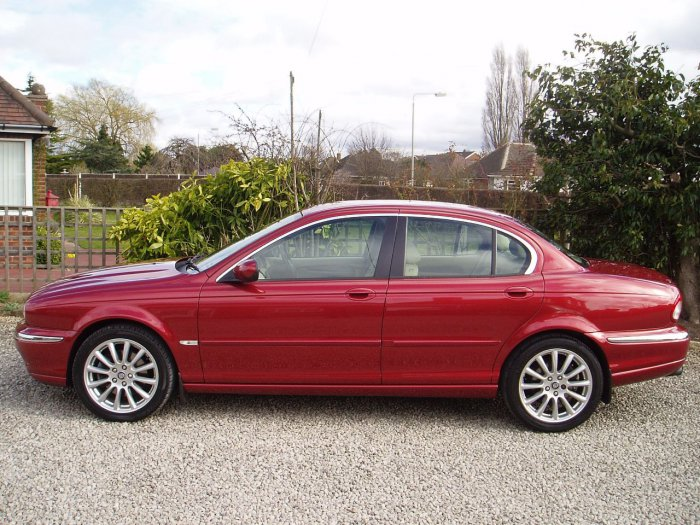 Jaguar X-Type 2.5 V6 SE 4dr Auto Saloon Petrol Red