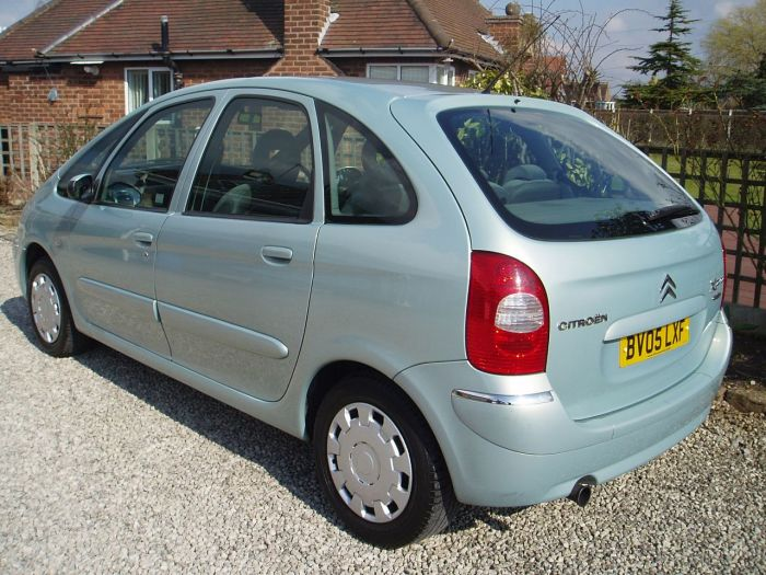 second hand citroen xsara picasso 2 0 hdi desire 2 5dr for sale in chesterfield derbyshire. Black Bedroom Furniture Sets. Home Design Ideas