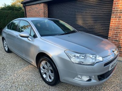 Citroen C5 2.2 HDI 16V Exclusive 4dr Saloon Diesel SilverCitroen C5 2.2 HDI 16V Exclusive 4dr Saloon Diesel Silver at Silverstone Car Sales Mansfield