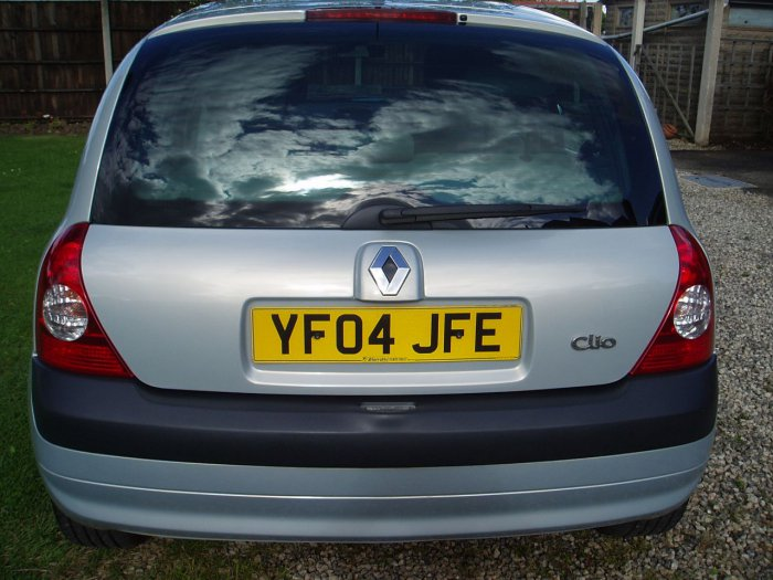 second hand renault clio 1 5 dci 100 privilege 5dr for sale in chesterfield derbyshire. Black Bedroom Furniture Sets. Home Design Ideas