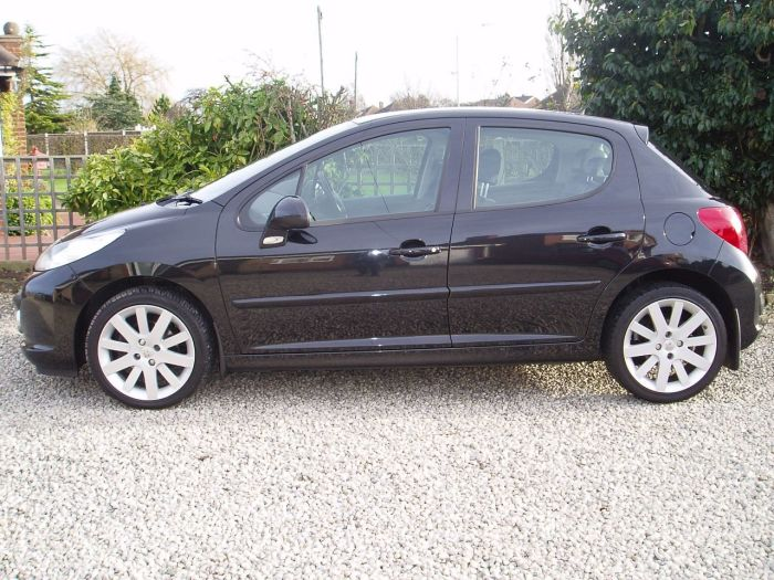 second hand peugeot 207 1 6 hdi 110 gt 5dr for sale in chesterfield derbyshire silverstone. Black Bedroom Furniture Sets. Home Design Ideas