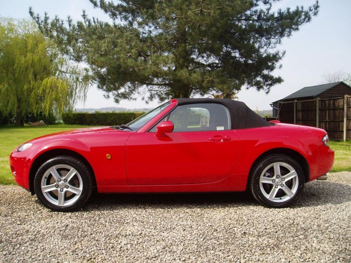 Mazda MX-5 2.0i 2dr Convertible Petrol Red