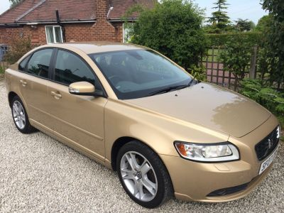 Volvo S40 2.4i SE 4dr Geartronic Saloon Petrol GoldVolvo S40 2.4i SE 4dr Geartronic Saloon Petrol Gold at Silverstone Car Sales Mansfield
