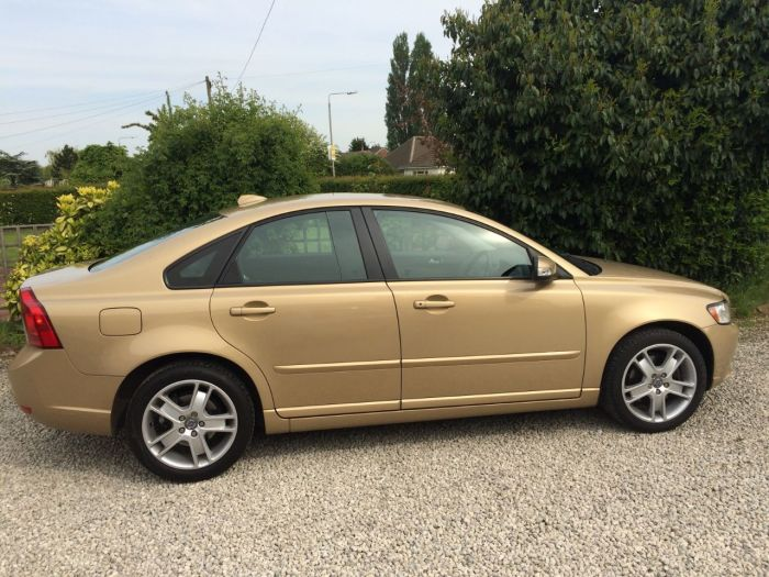 Volvo S40 2.4i SE 4dr Geartronic Saloon Petrol Gold