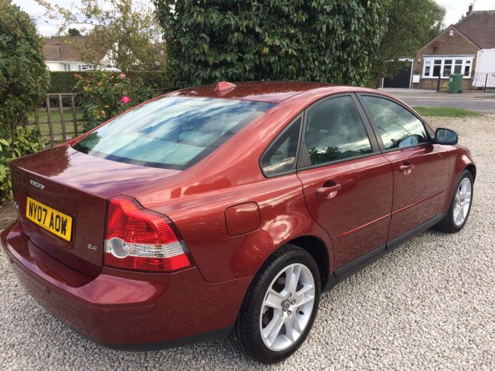 Volvo S40 2.4i SE 4dr Geartronic Saloon Petrol Red