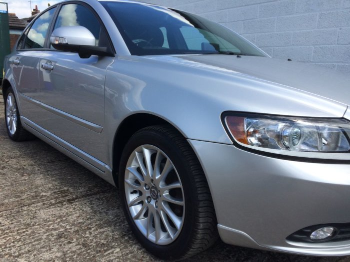 Volvo S40 1.6 DRIVe [115] SE Lux Edition 4dr Saloon Diesel Silver